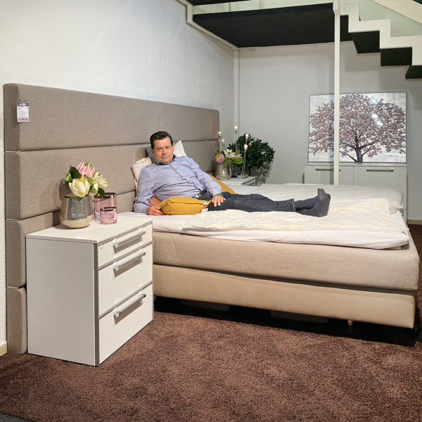 Boxspringbett Couture + Nachtkommode – Sofort verfügbar!
