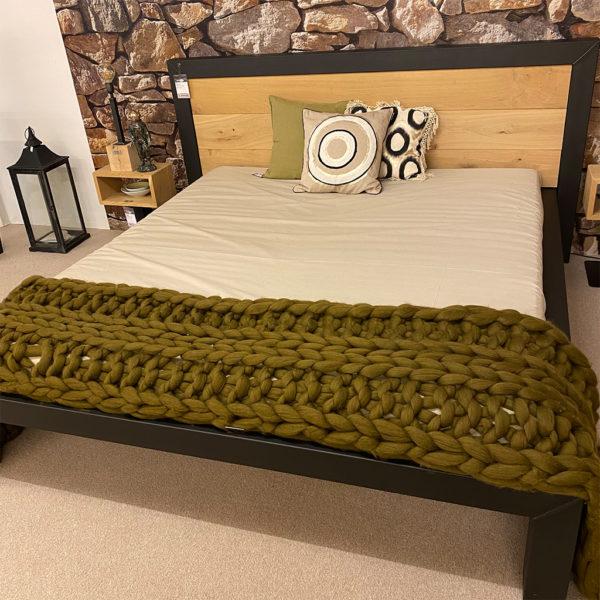 Steel & Stockings Bett JUPITER – sofort verfügbar!