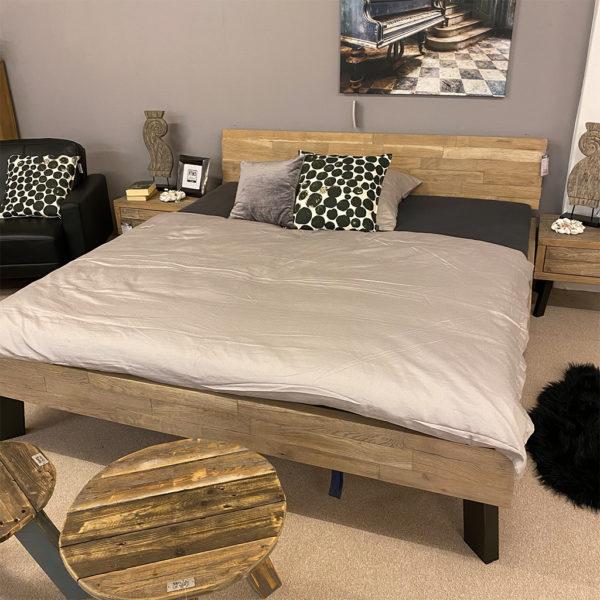 Tjoernbo Bett & Nachtkonsolen TIMBER LOOK